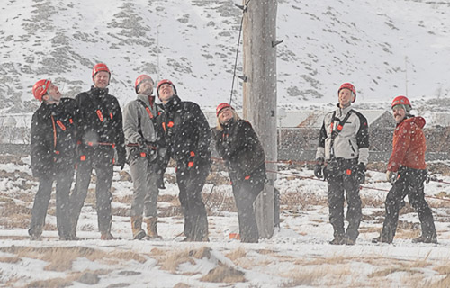 Hópurinn horfir á Berg